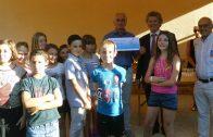 Le Conseil Municipal d'Enfants de Gleizé remet un chèque à Docteur Clown