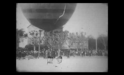 Décollage d'un ballon place du promenoir à Villefranche en 1932
