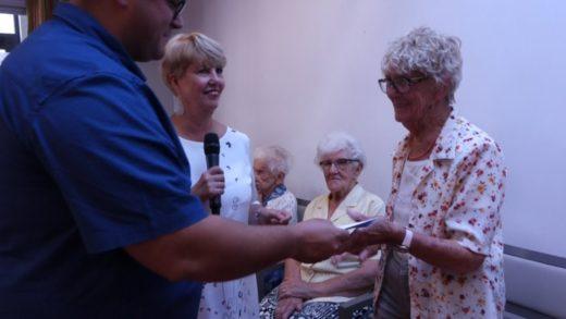 Les Conscrits de Villefranche et le CCAS soutiennent les aînés démunis